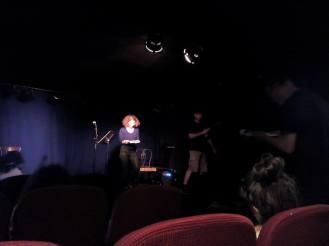 Avec Cédric, Dani, Karin pendant la performance de Claudie Lenzi / Théâtre de Poche (c) Armand Dupuy